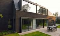 O casa din caramida neagra renovata pentru o noua viata Biroul de arhitectura K2A a realizat