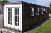Containere de transport mărfuri au fost transformate în locuinte și pot fi cumparate online
