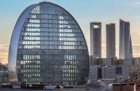 O cladire unica, un oras futurist multilateral - sediul BBVA, Madrid, cu panouri din aluminiu Larcore