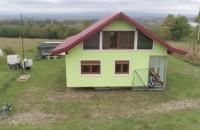 Pentru că soţia sa nu era mulţumită de privelişte un bărbat i-a construit o casă care