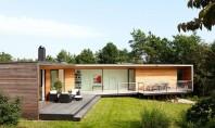 Vila Ladybird o casa de vacanta eleganta deschisa spre natura inconjuratoare Firma de arhitectura suedeza Johan