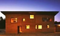 O casa din pamant potrivita climei aride din Australia Aceasta locuinta simpla proiectata de echipa Steffen