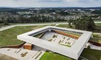 Arhitectura suspendata a Parcului Tehnologic Obidos incadreaza peisajul portughez Cladirea centrala a Parcului Tehnologic Obidos un