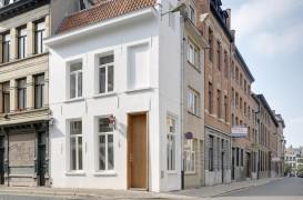 O casă seculară îngustă a devenit un hotel cu o singură cameră