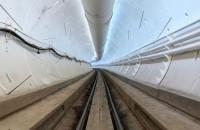 Elon Musk a prezentat primul tunel construit de compania sa In prima demonstratie pentru public a prototipului sistemului, un angajat al companiei a condus o masina Tesla Model X prin tunelul lung de 1,83 de kilometri,