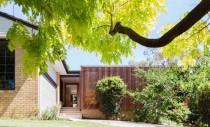 Bungalou din anii '60 transformat intr-o locuinta moderna
