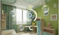 Factori care influențează umiditatea și calitatea aerului din casă Care sunt factorii care ne polueaza casa? 1. Ferestrele Atunci cand deschideti ferestrele, permiteti aerului viciat de afara sa intre in casa. Principalul