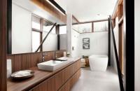 Un lavoar de baie suficient de mare sa ajunga pentru doua persoane