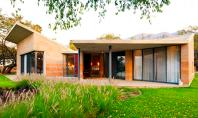 Casa realizata cu pereti din lut nears Casa Ajijic este un exemplu de locuinta durabila gandita