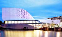 Cladirea stralucitoare a teatrului Stoep din Olanda a fost finalizata Firma olandeza de arhitectura UNStudio a