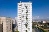 La turnul lui Jean Nouvel din Cipru plantele tasnesc prin pereti