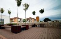 Profile WPC pentru terase, garduri, lambriuri – rezistă la soare? Avantajele lemnului compozit
