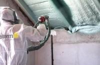 Spumă poliuretanică VS vată minerală / fibră de sticlă Spuma poliuretanică cu celulă închisă VS vata minerală și fibra de sticlă În trecut, cele mai populare soluții pentru izolație erau: fie fibra de