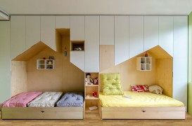 Un dormitor pentru copii cu suficient spațiu de depozitare