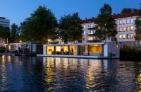 O casa plutitoare pe raul Amstel