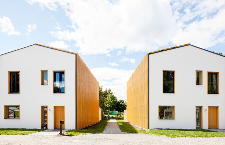 Case alimentate cu energie solara care produc mai multa decat consuma