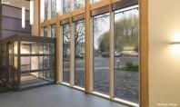 Tâmplăria din lemn stratificat pentru o locuință modernă Usile de acces usi glisante ferestre pereti cortina