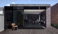 Extindere volumetrica si spatiala pentru o casa traditionala Arhitectii de la biroul Studioplusthree au reconfigurat curtea