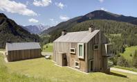 Casa Pre de Sura volum monolit si ferestre orientate spre munti Arhitectii de la Casati un
