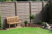 Gard de beton care imita lemnul