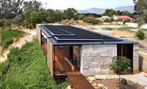 Casa construita din blocuri reciclate de ciment
