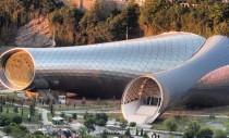 Noul teatru din Tbilisi este asemeni unui periscop ce se deschide spre capitala Georgiei