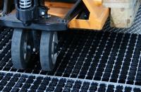 Utilitatea și eficiența barierelor de praf Dincolo de aparitia acestei necesitati de a opri murdaria sau umiditatea in zona de trecere de la exterior catre interior, s-a adeverit prin prisma practicii de