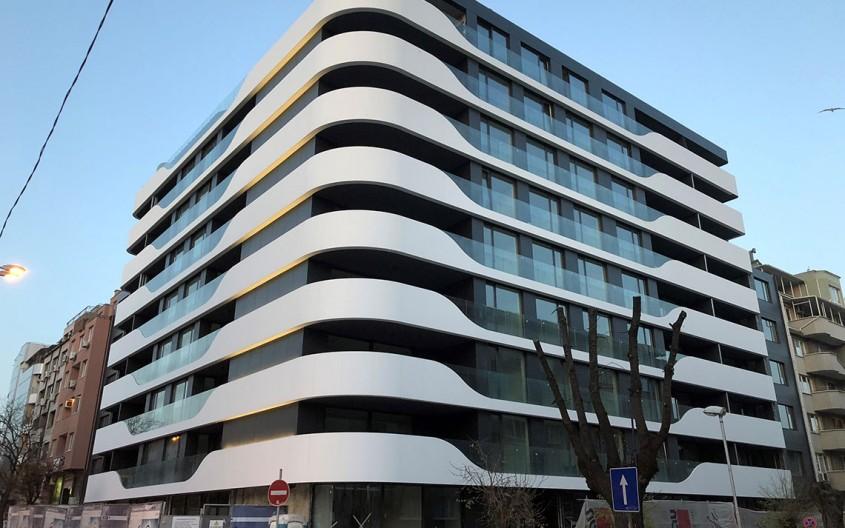 Fațadă realizată cu panouri CORIAN Exteriors, pentru o clădire rezidențială