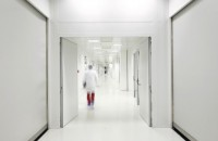 Cum să controlezi mediul în camerele curate  Sunt, asadar, spatii esentiale pentru numeroase industrii, cum ar fi industria farmaceutica, a bioingineriei, a aparatelor electronice si a sistemelor
