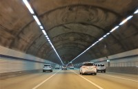 Bulgaria construieste un tunel rutier lung de 2 kilometri, cel mai mare din aceasta tara Consortiul castigator este format din companiile GP Group, Global Construction si Via Plan, au anuntat autoritatile bulgare intr-un comunicat de presa. Proiectul va
