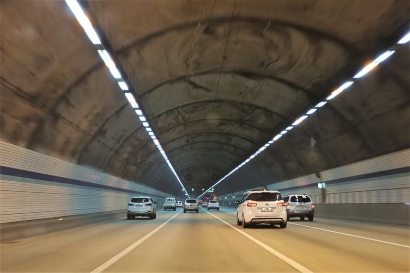Bulgaria construieste un tunel rutier lung de 2 kilometri, cel mai mare din aceasta tara