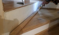 "Montaj trepte cu ""nas"" din lemn masiv de stejar Inainte de montajul treptelor din lemn trebuie"
