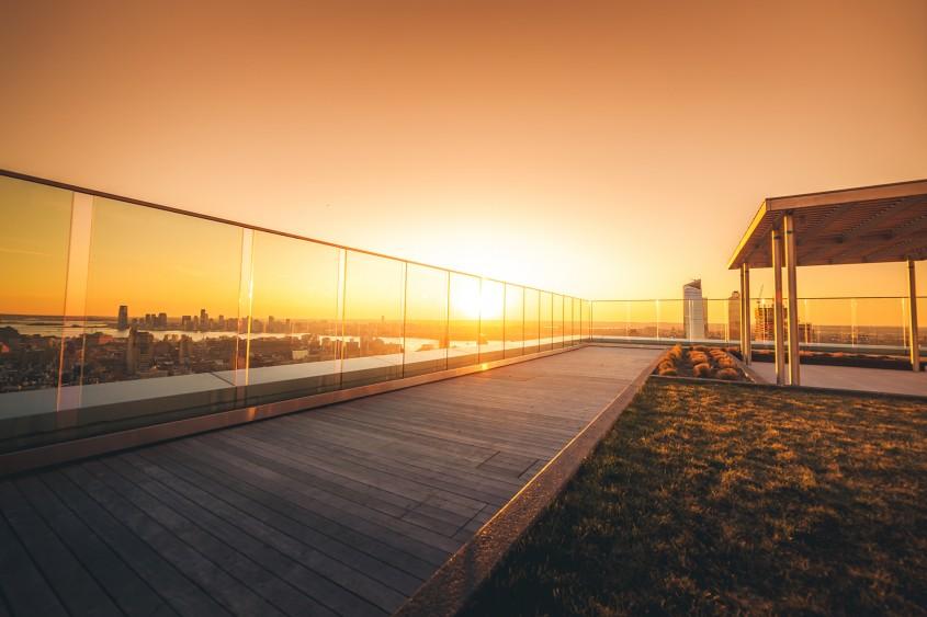 Balustradele din sticlă - o soluție modernă pentru orice clădire
