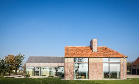 Un vechi hambar belgian a fost transformat in locuinta si casa de oaspeti