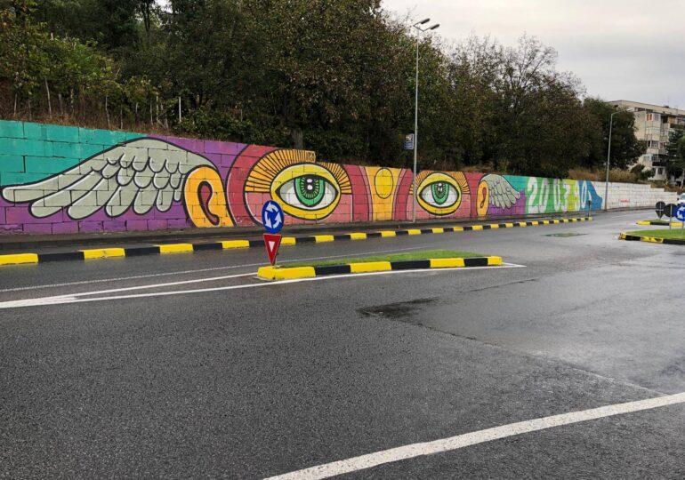 O pictură murală stradală de peste 300 de metri într-un oraş din România