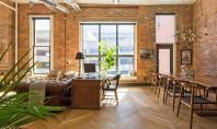 Interioare moderne cu tenta industriala intr-un apartament din Nashville Cladirea in care Philip si Amanda si-au cumparat apartamentul dateaza de la inceputul anilor 1800, fiind printre cele mai vechi din zona centrala a orasului Nashville.