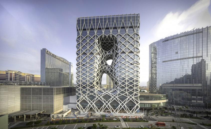 Un hotel îmbrăcat în exoschelet unul dintre ultimele proiecte ale Zahei Hadid a fost deschis în
