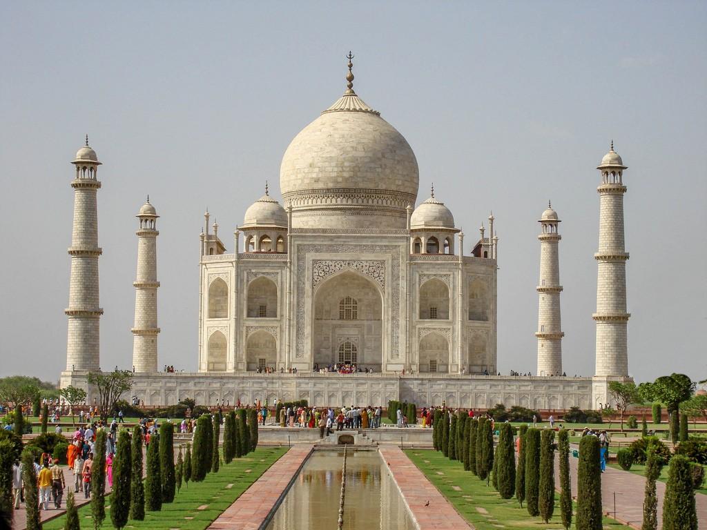 Faimosul monument Taj Mahal a început să-și schimbe culoarea și riscă să fie închis