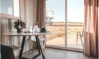 5 tipuri de mese pe care le poţi adapta la mai multe stiluri de design interior