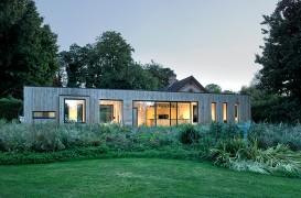 O casa intr-un hambar vechi si o extindere moderna