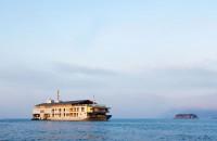 Ai pleca în vacanță cazat la un hotel plutitor? Guntû este un hotel deosebit. Hotelul plutitor este un vas ce te poarta intr-o croaziera pe marea interioara Seto din Japonia. Perfect pentru vacanta!