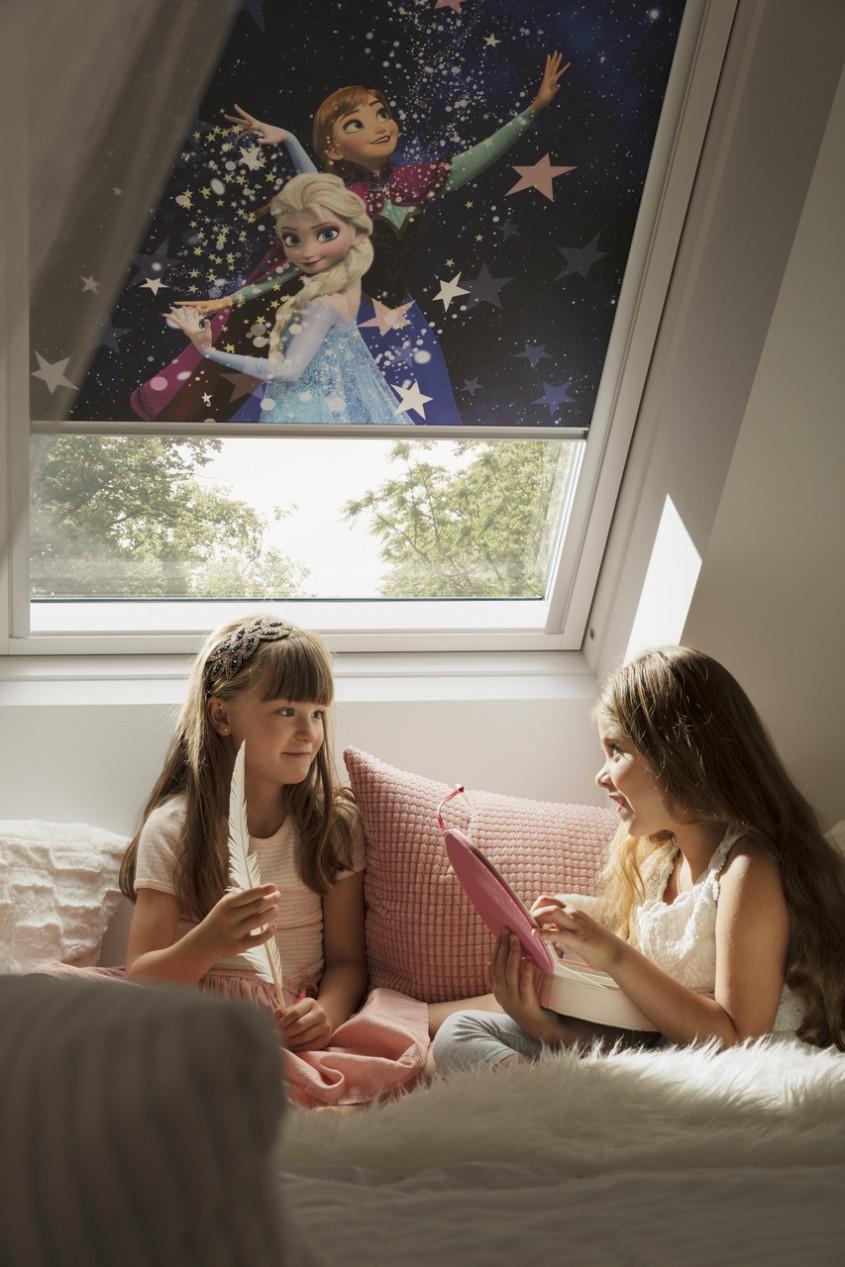 VELUX aduce magie în căminul tău cu noile rulouri Disney pentru ferestre de mansardă
