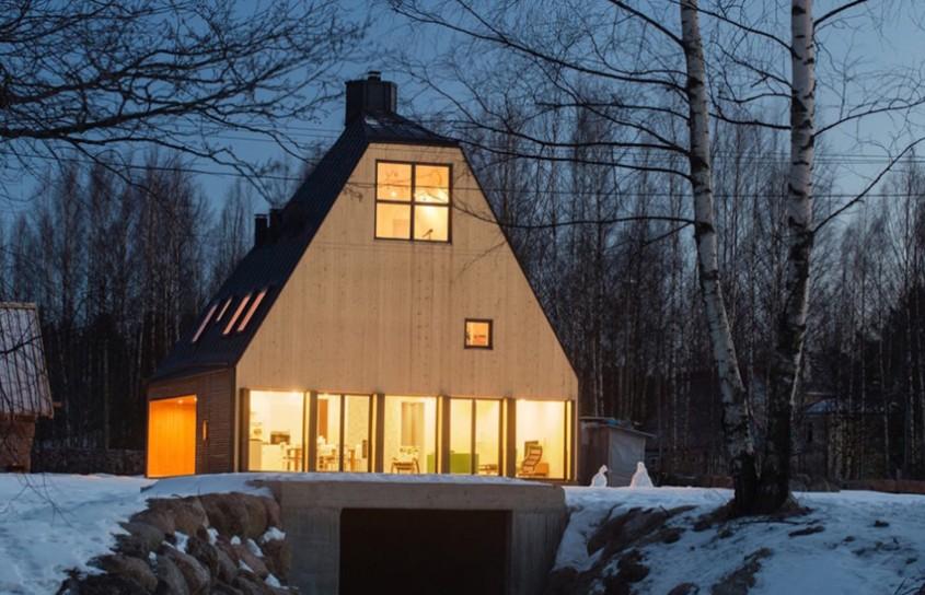 O casă care profită de înălţime pentru a evita restricţiile locale de urbanism