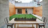 Desi pare un buncar spatiile interioare sunt generoase si luminoase Echipa de la Todd Davis Architecture