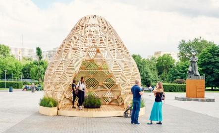 Pavilion din lemn proiectat cu referințe spre cultura slava estică timpurie
