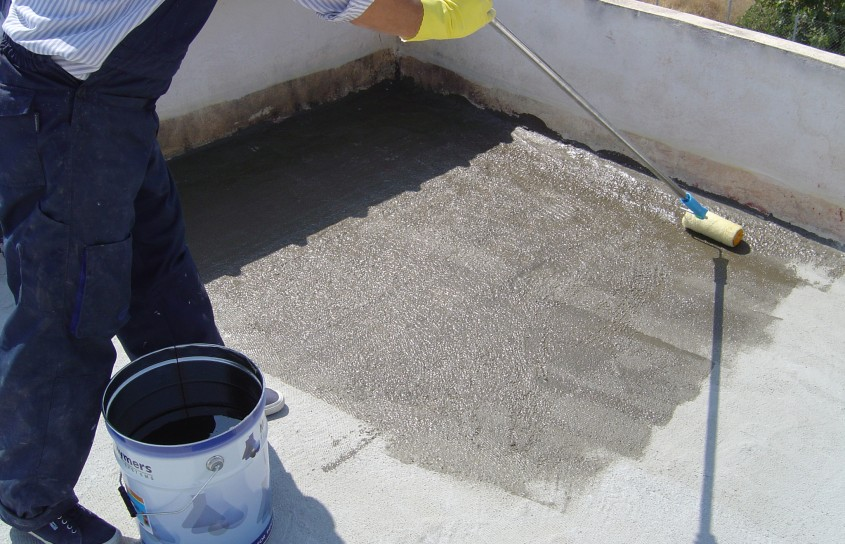 Hidroizolarea corecta a unui acoperis si protectia membranei cu materiale reflexive