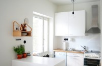 Apartament amenajat in alb si negru
