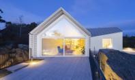 O casă cu priveliști spre coastă Echipa de arhitecti din Helsinki Mer Arkkitehdit a amplasat aceasta