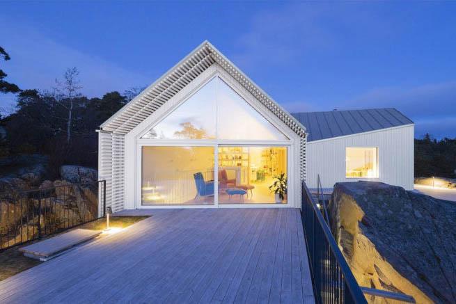 O casă cu priveliști spre coastă