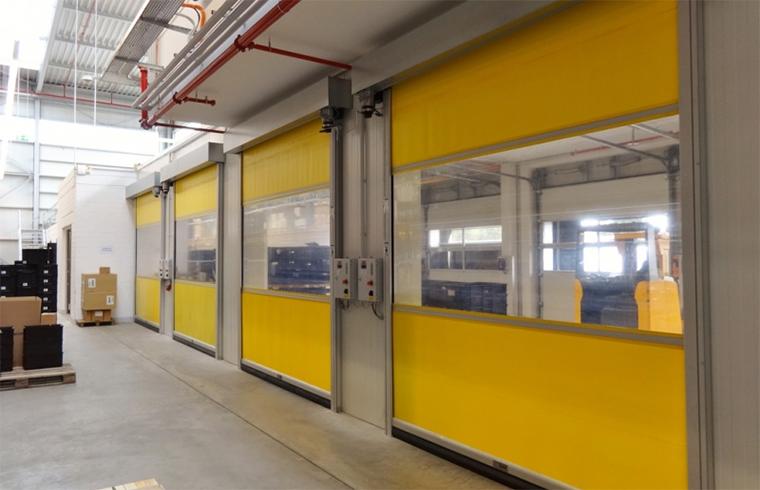 Usi rapide din PVC cu deschidere pe verticala